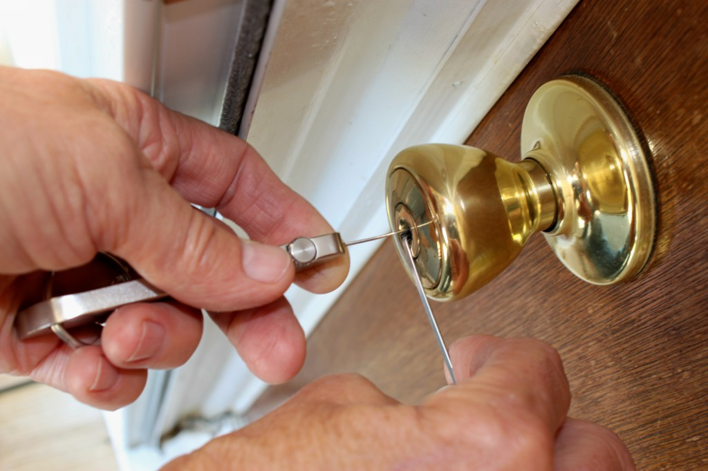 Role Of A Locksmith – What Does He Do?