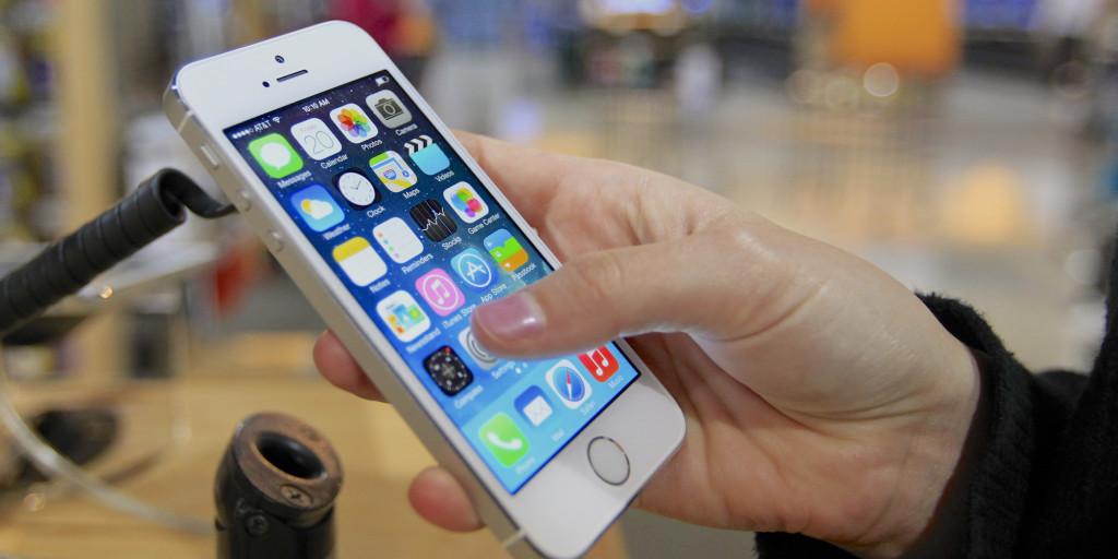 APTOPIX iPhone Sales