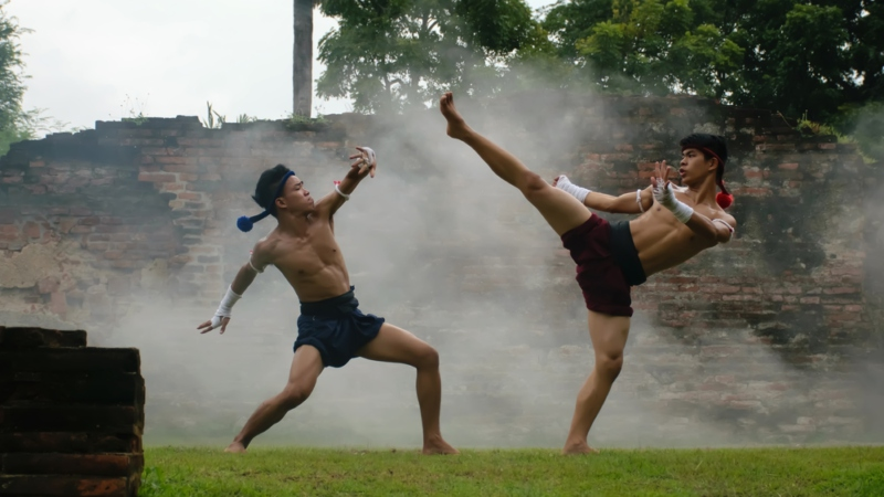 LOSE WEIGHT AND GET IN SHAPE WITH MUAY THAI